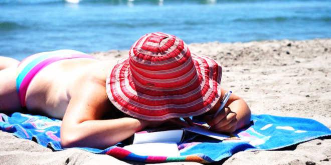 Bain de soleil à la plage